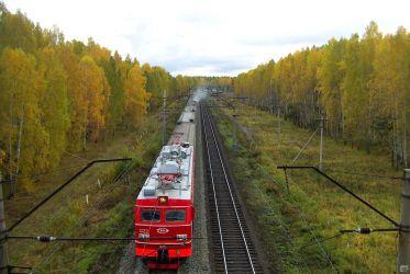 Auf der Reise mit der Transsibirische-Eisenbahn im Herbst