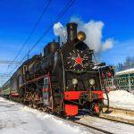 Auf der Reise mit der Transsibirischen Eisenbahn kann man historische Loks im Eisenbahnmuseum bestaunen