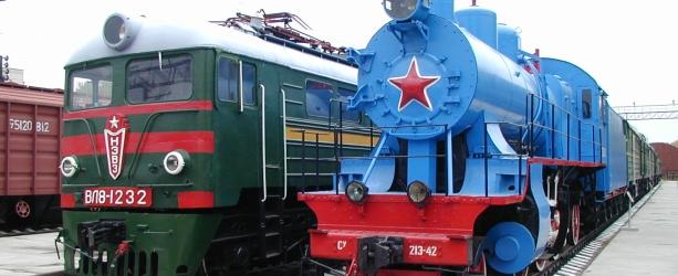 Eisenbahn Museum in Novosibirsk WL8-1232 und blaue Dampflock